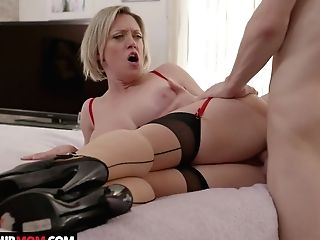 Hook-up-starved Stepmom Dee Williams Tempts Her Fabulous Barely Legal Yo Stepson