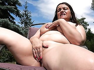 Huge-titted Chubby Matures Lady Is Glad To Masturbate Outdoors At The Backyard
