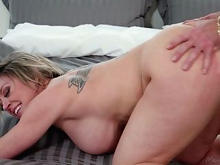 Youthfull Masseuse Has The Honor To Fuck Mouth Watering Huge-chested Cougar Dee Williams