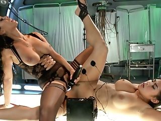 Isis Love & Mia Li In Deep Electrical Examination - Electrosluts