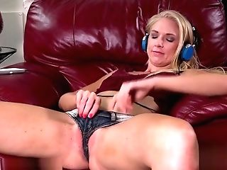 Kara Stone Shows Off Her Tasty Muff