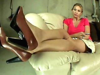 La Creme Gets Her Feet Worshiped. Sucked And Tongued.