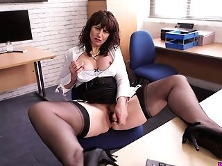 Ardent Uk Cougar Toni Lace Is Such A Lusty Chief Who Loves Getting Off